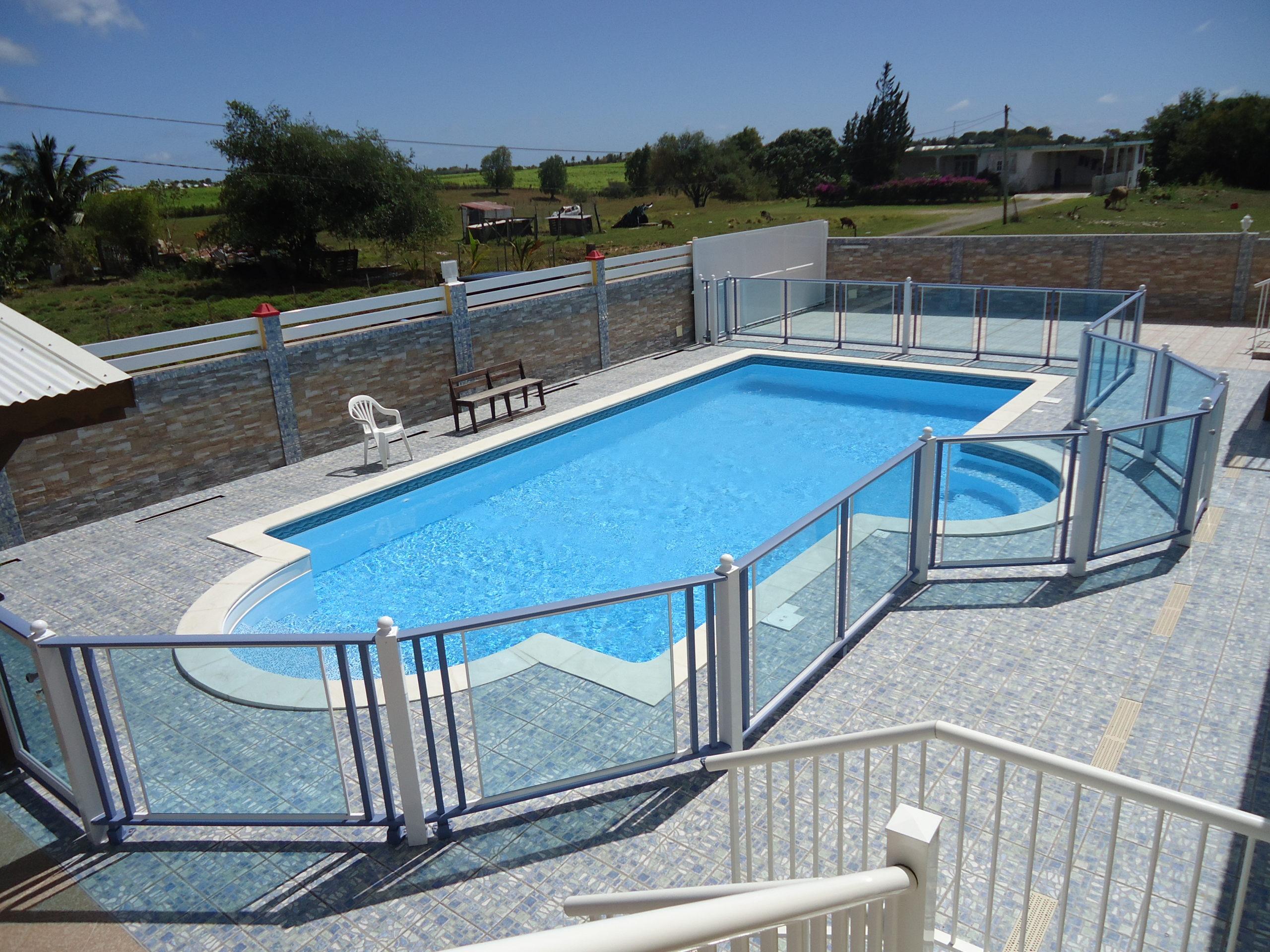 contour piscine